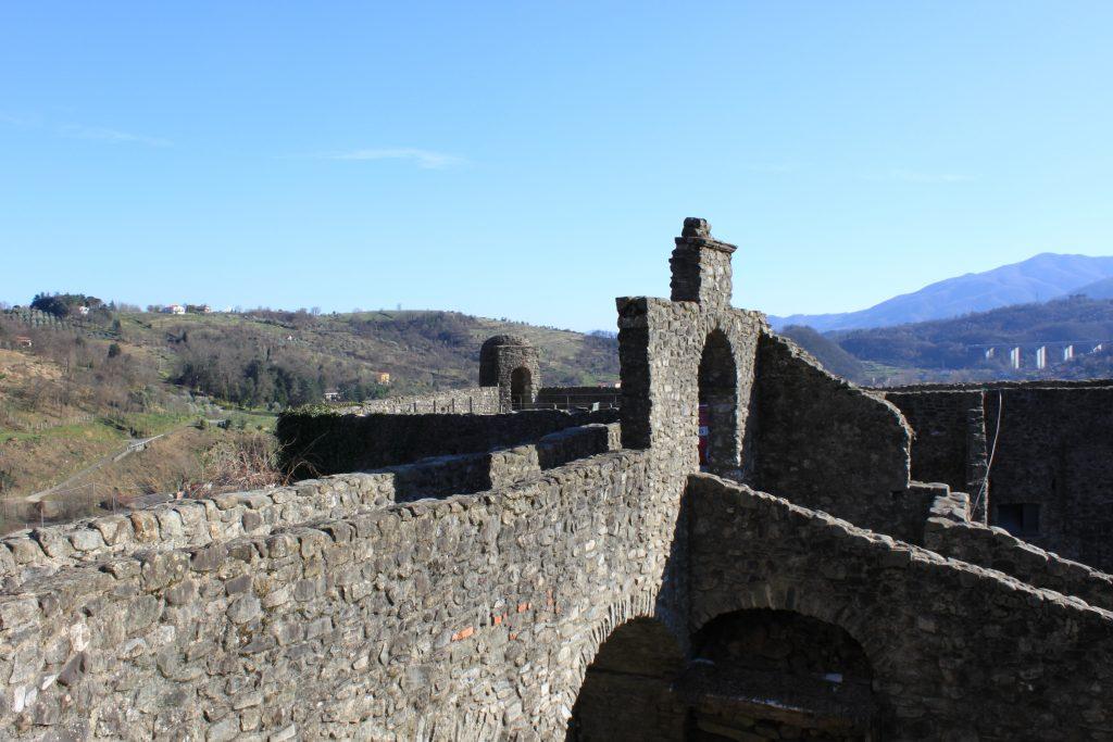 Le mura del Castello del Piagnaro, a Pontremoli