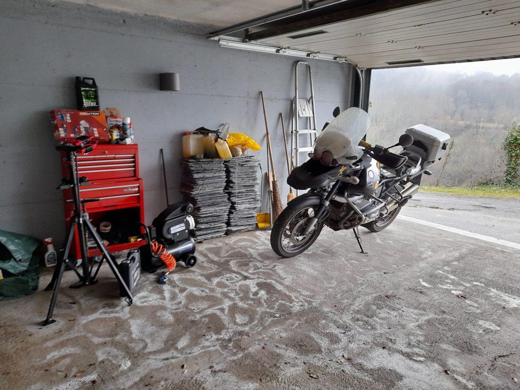 L'officina del B&B dedicata a moto e biciclette