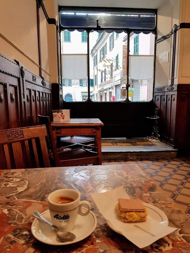 Amor, dolce pontremolese, e caffè nel bel bar pasticceria degli Svizzeri